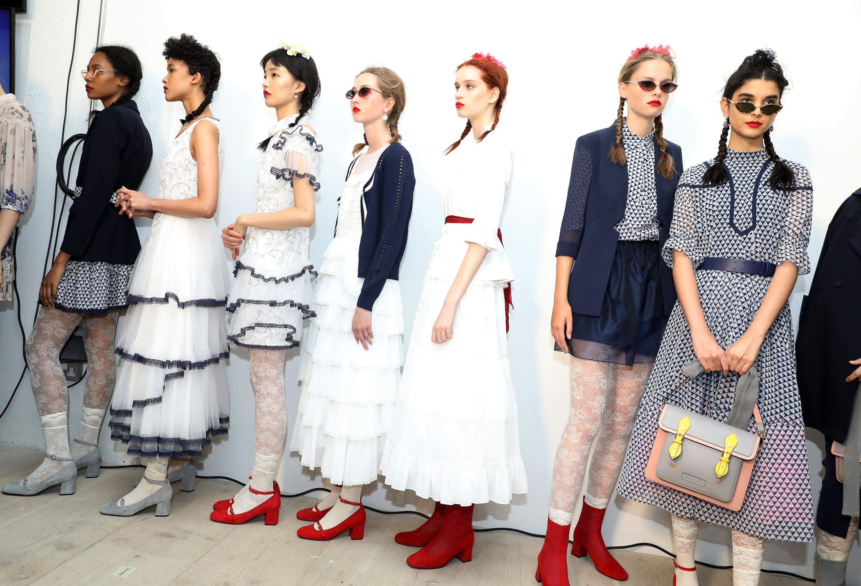 آموزش طراحی لباس-اجرای مد روز-آموزشگاه پیشکسوتان