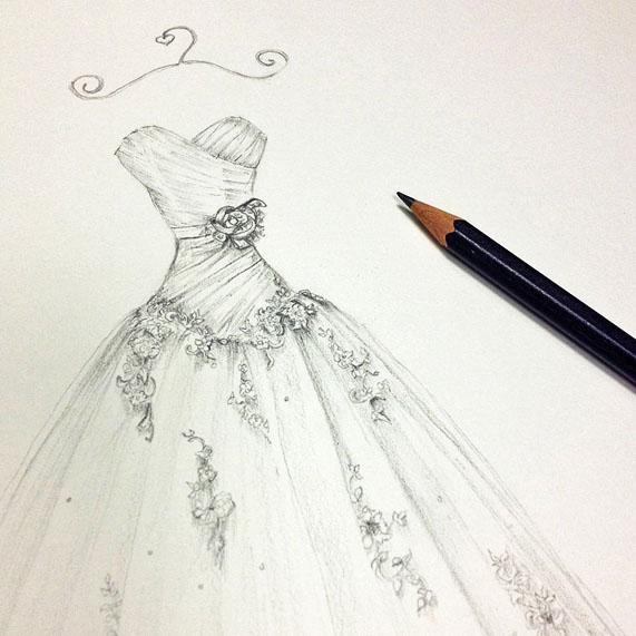 در طراحی لباس عروس با مداد توصیه می شود که طراحی اولیه با کمک مداد های کم رنگ کشیده شوند.